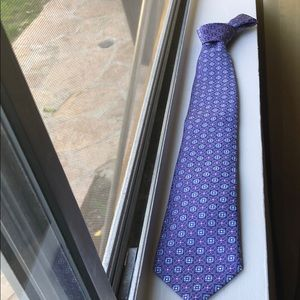 Purple neck tie with blue and purple square flower